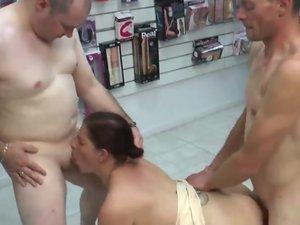 sexy chubby wife fucks stranger_480p