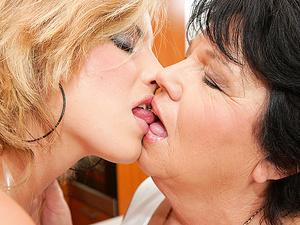 Kinky old lesbian doing a hot fucking babe