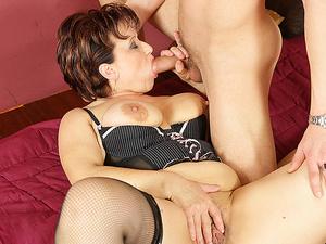 This horny mature slut gets a warm creampie