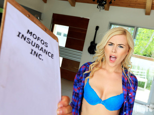 Pervs On Patrol – Twerking Blonde Blows Insurance Guy