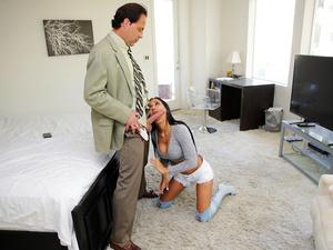 Nanny Spy – Lonely Dad Seduces Slutty Nanny