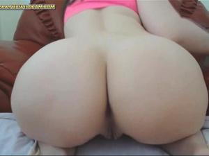 Big butt girl fingering herself (HOT) - THEWILDCAM.COM