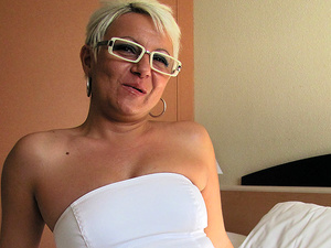 Housewife Victoria loves masturbating