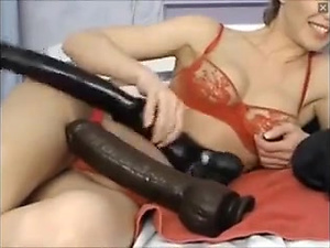 Hot Webcam Slut fucks a big dildo live on webcams