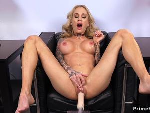Pierced pussy toned blonde fucks machine