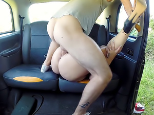 Sexy ass chick loves cabbies cock