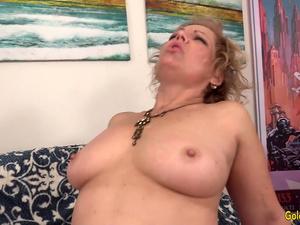 A Fucking Machine Makes Horny Grandma Kelly Leigh Climax