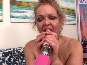 Chubby Granny Kelly Leigh Gets Pleasured by Machine till She Reaches Orgasm