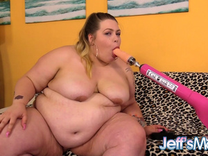 Sexy Plumper BabyDollBBW Spreads Her Legs for a Fucking Machine