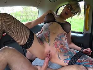 Tattooed MILF drains cabbies balls