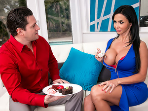 Jewels Jade gets creampied by the baker and his big creaming cock