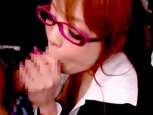 Hitomi Gives Blowjob On Bus