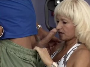 muscle mom sex at the gym