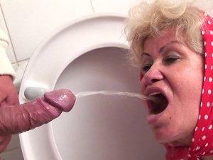 Granny loves licking fanny