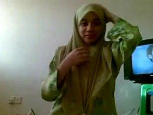 Muslim wife sucks a cock