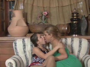 Tayna and Fernanda shemale and pussygal on video